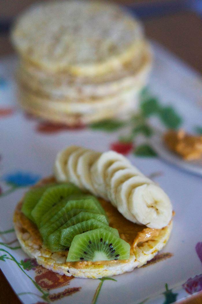majskakor-med-jordnotssmor-2