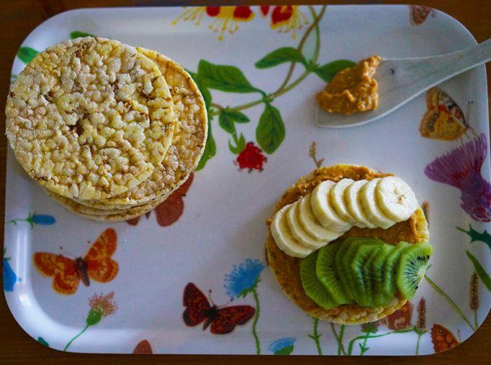 majskakor-med-jordnotssmor-3