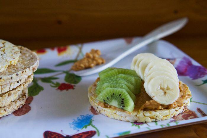majskakor-med-jordnotssmor-4