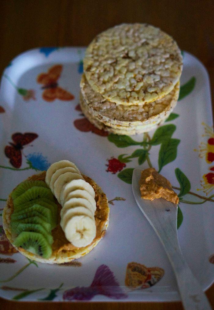majskakor-med-jordnotssmor-5