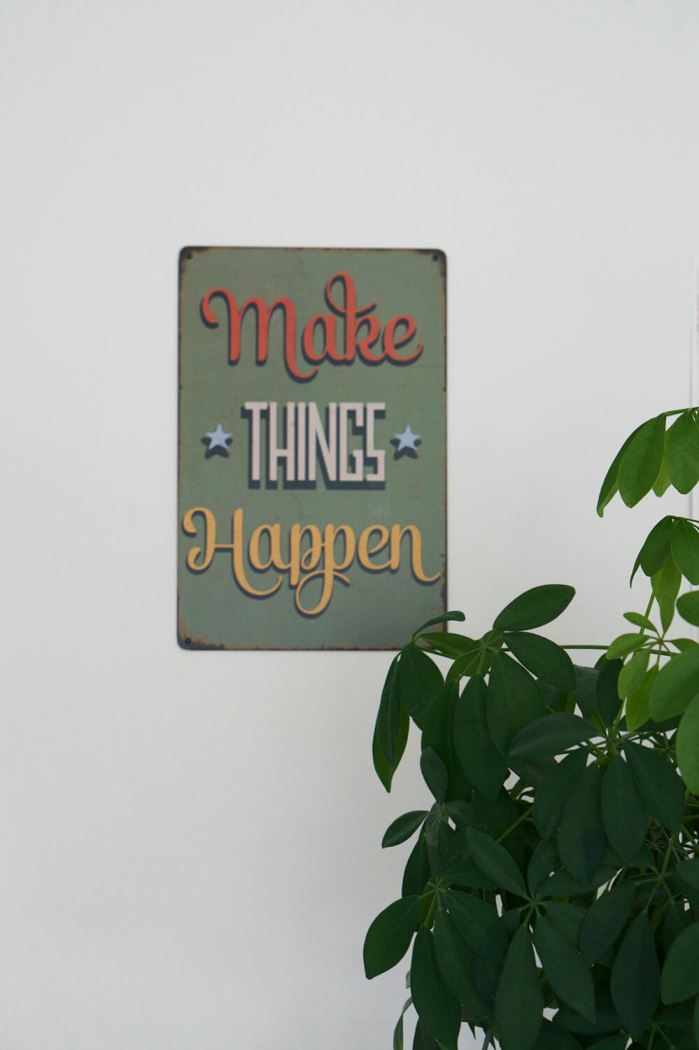 Tavla med texten Make things happen