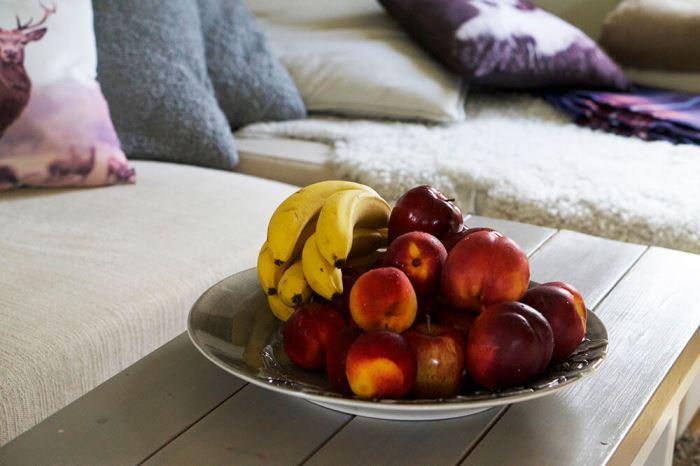 Fruktfat på soffbordet