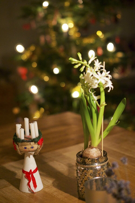 Julgranen klädd på Lucia