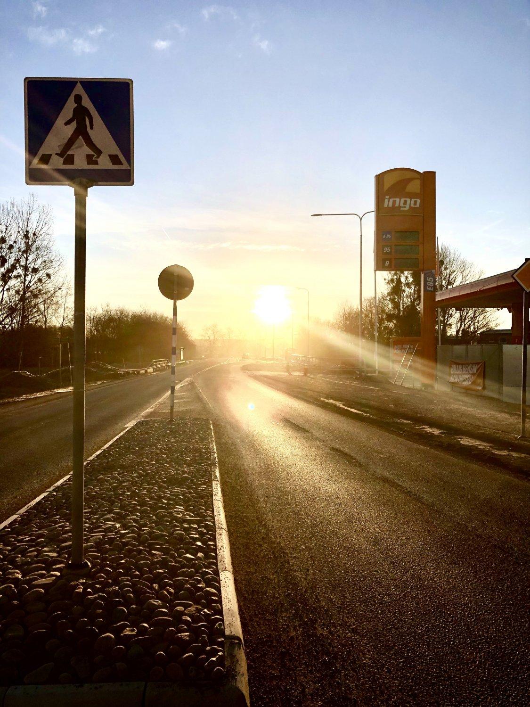 Vacker vårmorgon med solsken