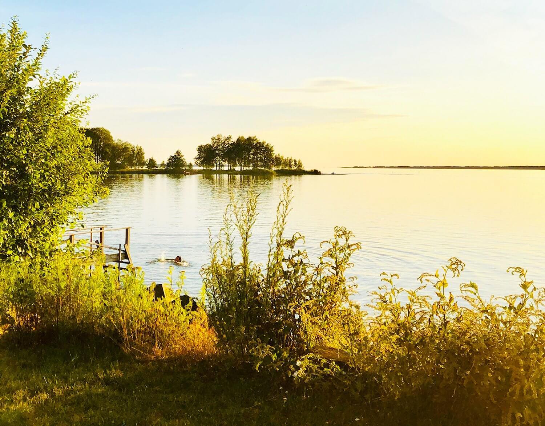 Sjön Vänern och en badbrygga